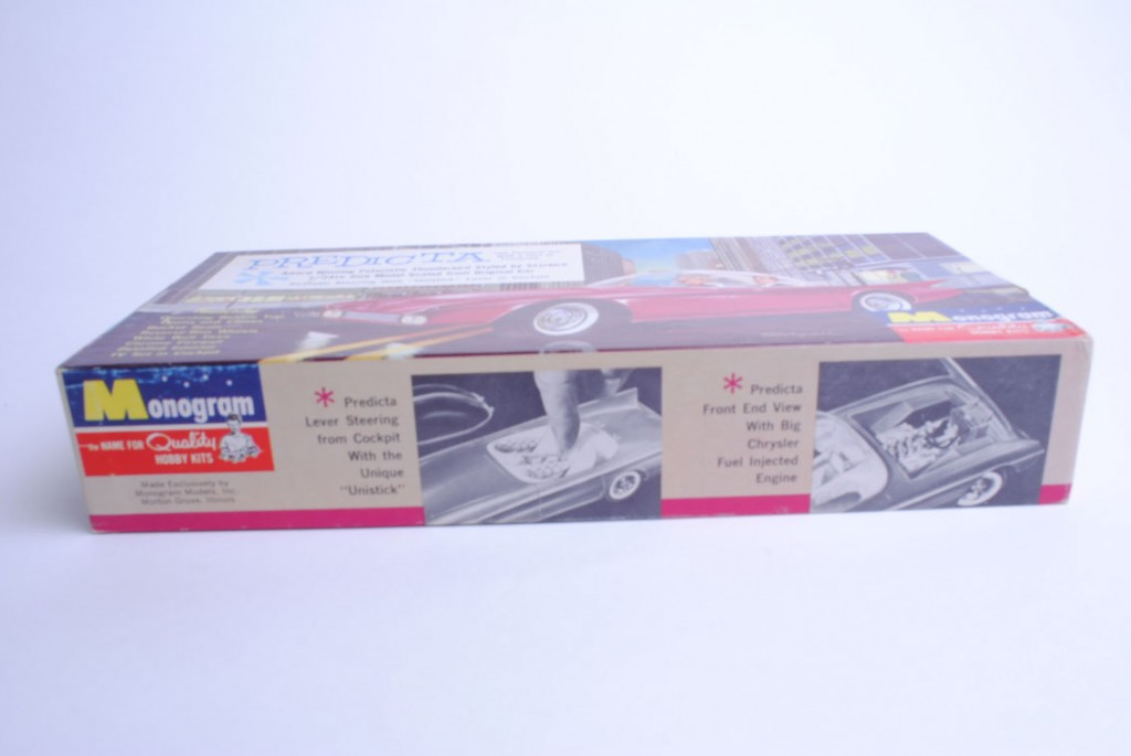 One side of this box has text describing images of the model's interest (with a finger ominously operating the steering tiller with the bubble off the model) and the other picture showing the hood up (to reveal the engine) with the bubble re-mounted and in the down position.